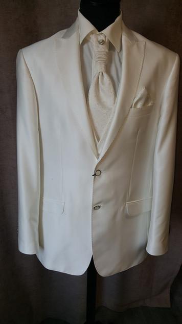 (19) Costume 5 pièces 660€-70%
