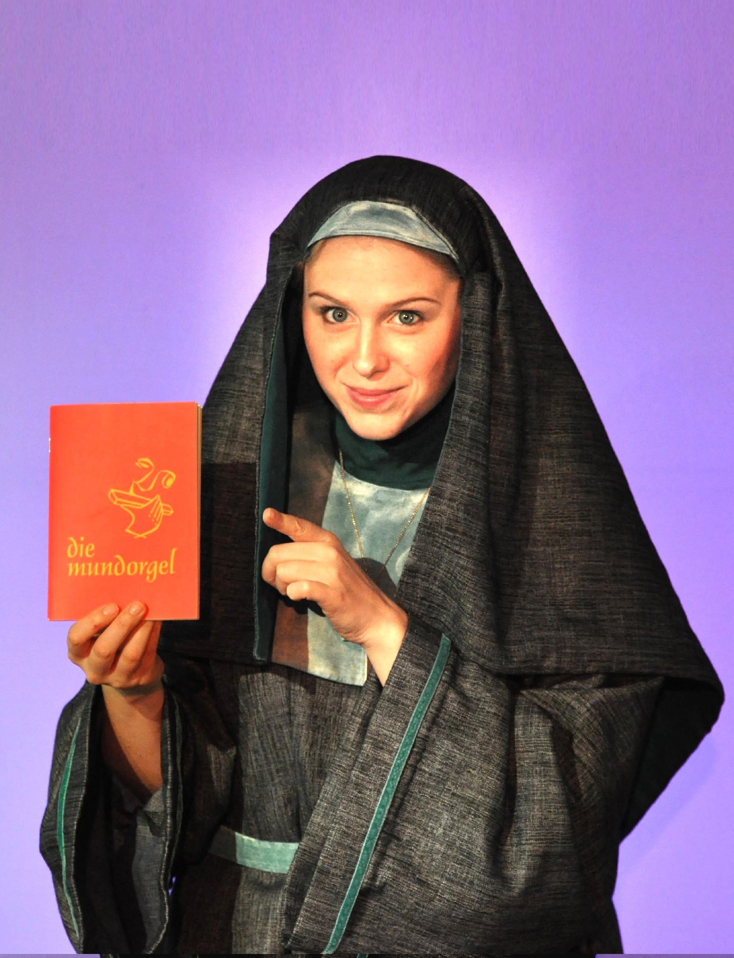 Schwester Bernadetta 000000 + + plakat e