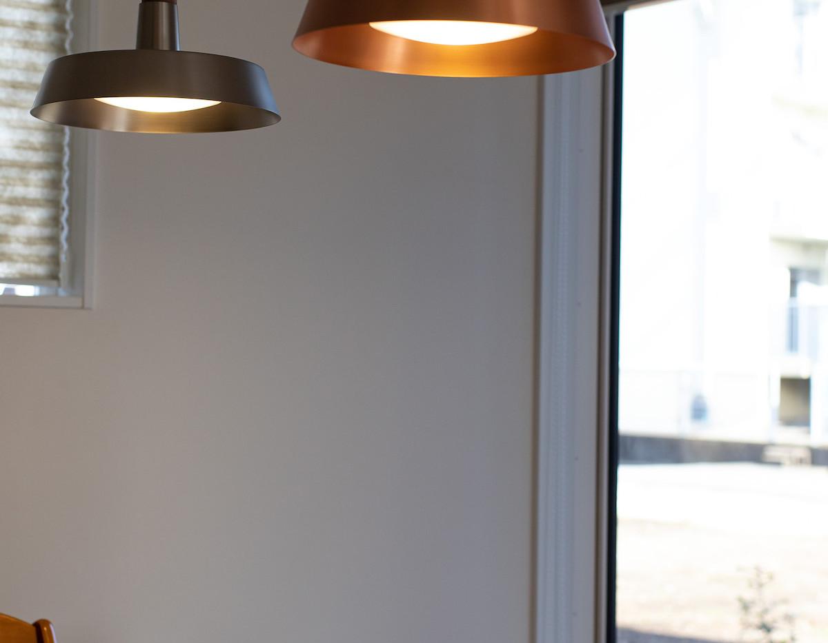 カフェ風の落ち着いた照明