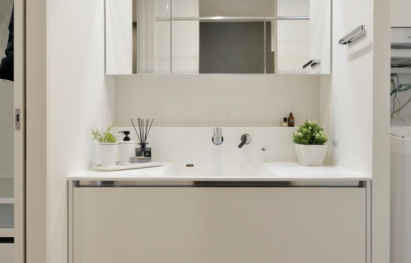 白を基調にした洗面台