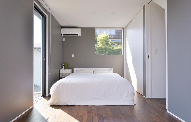 落ち着いたグレートーンの寝室