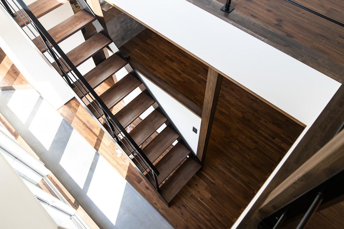 2階を明るくするほか1階にも光を届け、明るく気持ち良く過ごせる家に