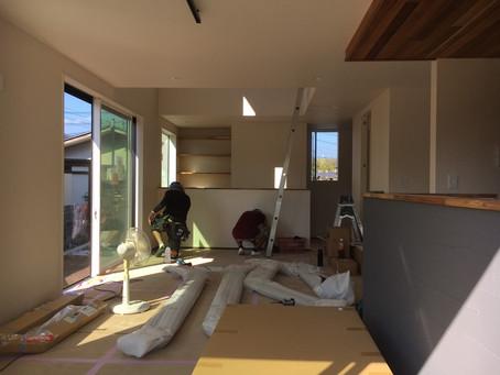【開成・暖かいカフェ風の家 S様邸】鉄骨階段の取付工事