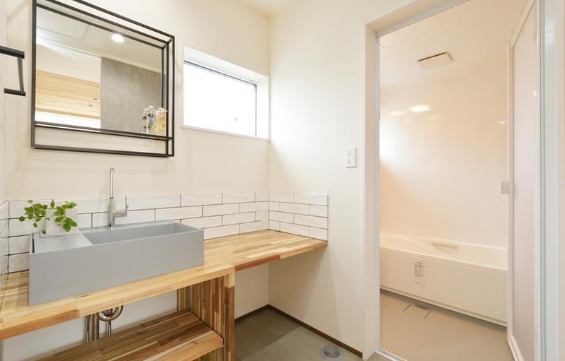 メイクスペースもつくったお洒落で可愛らしい2階の洗面