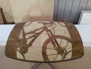 Mesa. mesa a pedido, mesa tallada, mesa de madera, mesas de madera, fabricacion de mesas,  mesa grabada, mesas talladas
