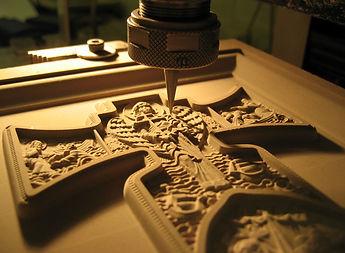 Tallado y grabado detallado y perfecto en madera.