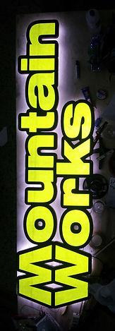 letreros con luz para publicidad fabricados en Chile