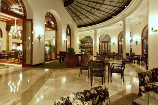 Salón los Vitrales, Country Club. Lima, Perú.