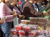 What is the role of farmers' markets in growing the food sector in Wales?