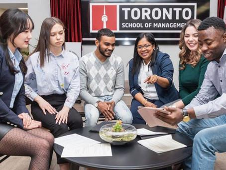 Venha estudar na Toronto School of Management e tenha uma experiência de trabalho no Canadá