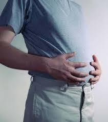 ¿Es normal que tenga Inflamación abdominal (distención abdominal)?