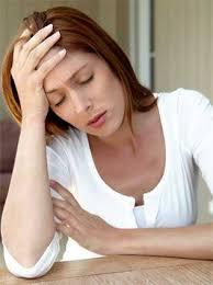 Náuseas, vómito, irregularidad menstrual.