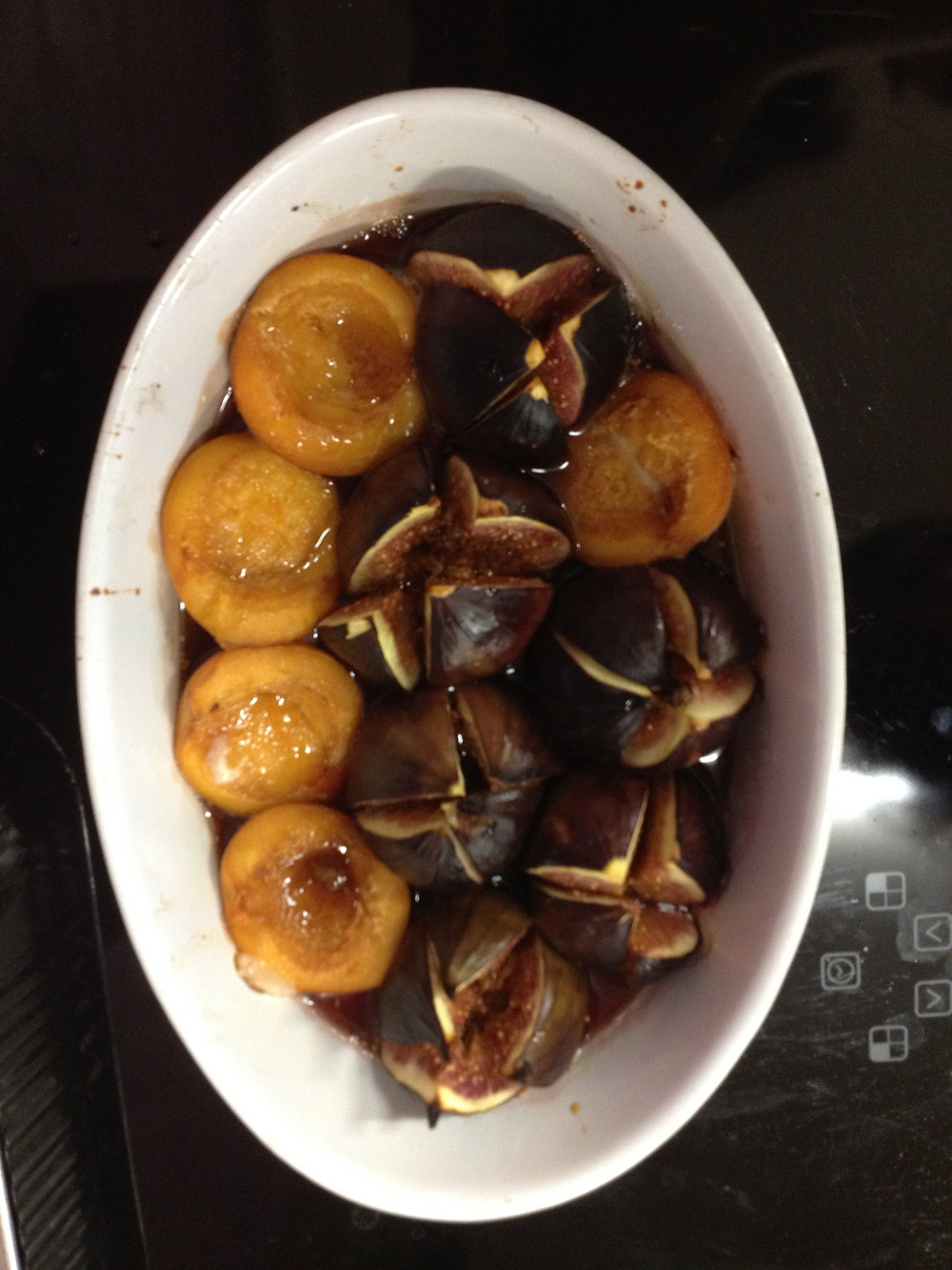 Baked figs and apricots with honey