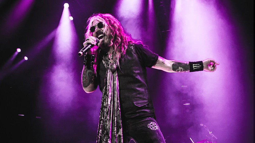 John Corabi In Front Of The Dead Daisies