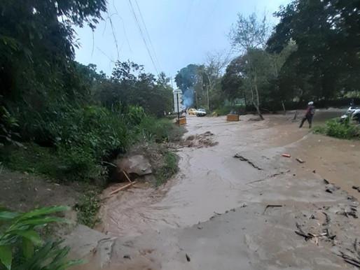 Organismos de socorro monitorean creciente del río Combeima