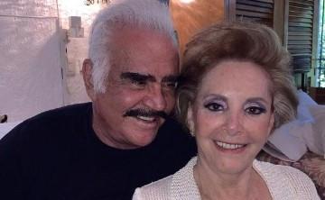 La esposa de Vicente Fernández hizo una petición ante el delicado estado de salud del cantante