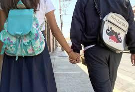 Los colegios no pueden prohibir a sus estudiantes tener novio