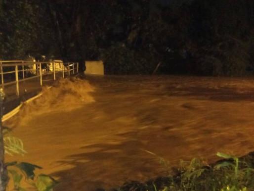 Emergencias en Melgar por desbordamiento de quebrada