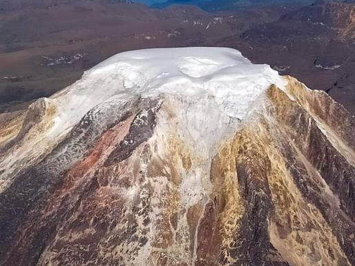 Captan dramáticas imágenes del deshielo del Nevado del Tolima