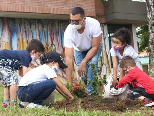 28 niños protegerán mil plantas sembradas en Ecoparque de Ibagué
