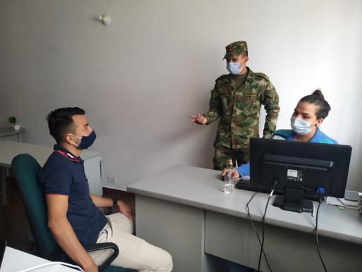 Jóvenes reciben asesoría para los trámites de su libreta militar