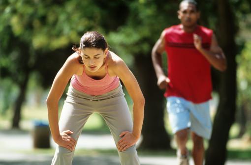 Excederse con el ejercicio le puede ocasionar perjuicios sobre la fertilidad y la salud mental.