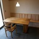 ハコ脚のテーブル