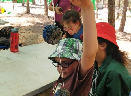 """כמו כל בני גילם, גם בני הנוער של עמיחי השתתפו במחנה הקיץ של תנועת נוע""""ם"""