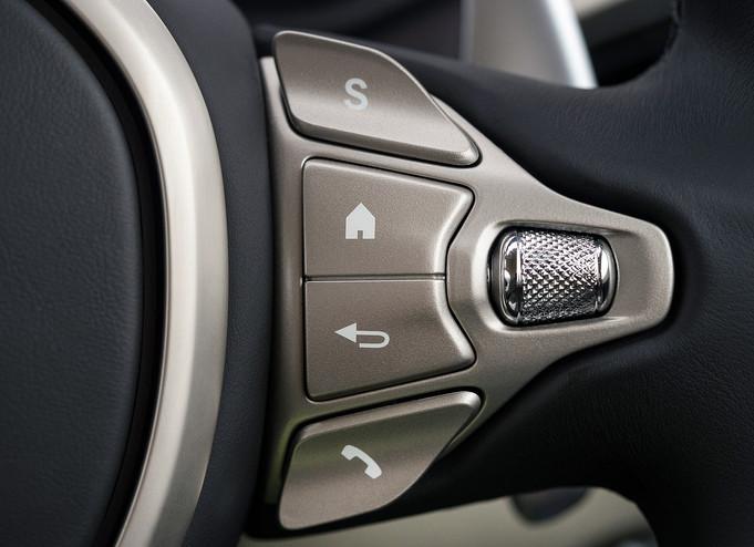 Aston Martin DB11 - 10.jpg