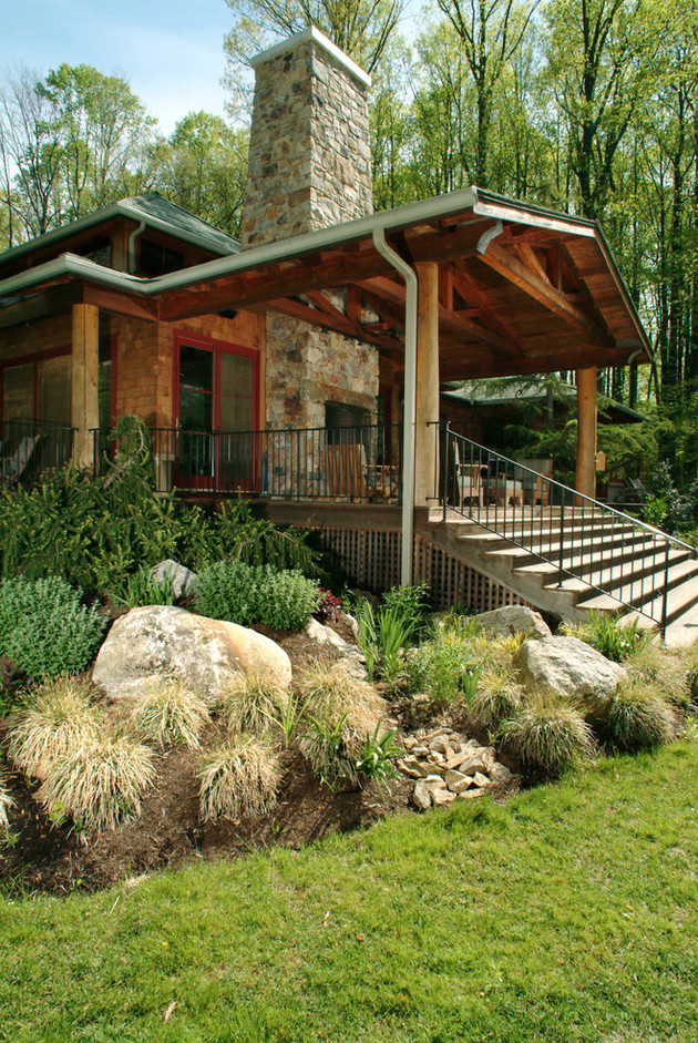 Covered fireplace porch