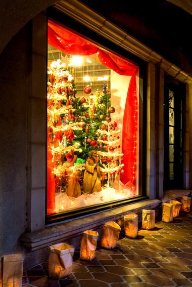 Tlaquepaque Christmas Window - Sedona