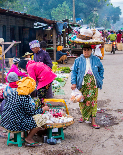 Morning Market - Hsipaw