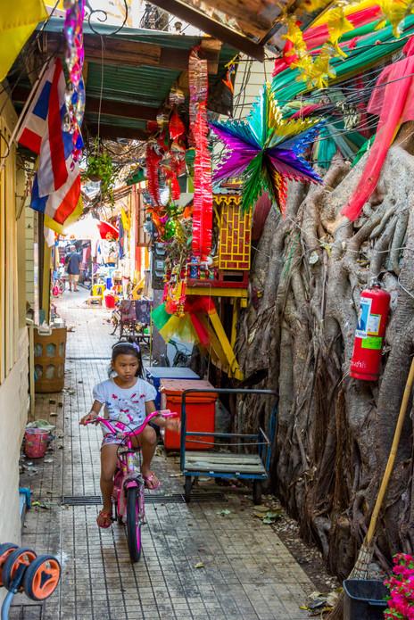 Alleyway Along the Chao Praya River - Bangkok