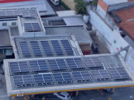 Postos de combustíveis com energia solar, um fenômeno crescente e necessário.