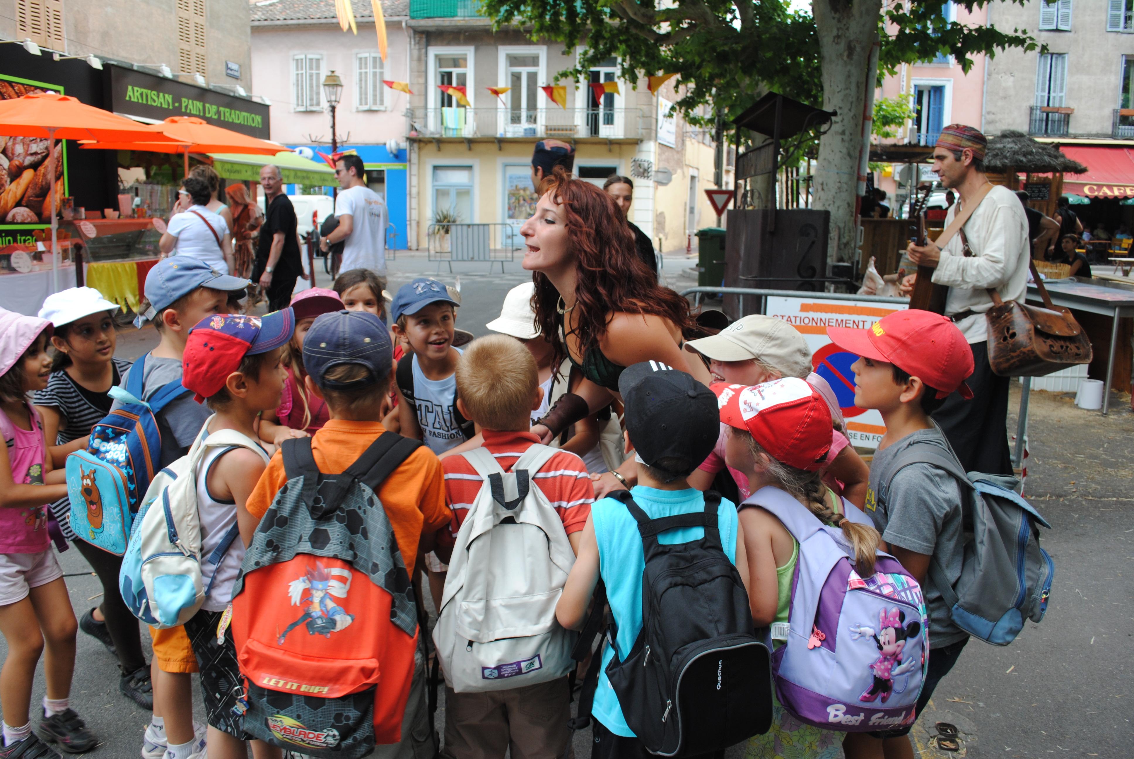 Djinjols danse avec les enfants