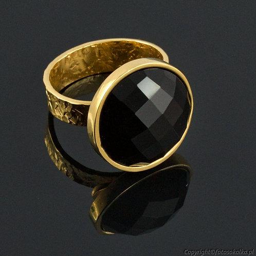 Złocony pierścionek z onyksem
