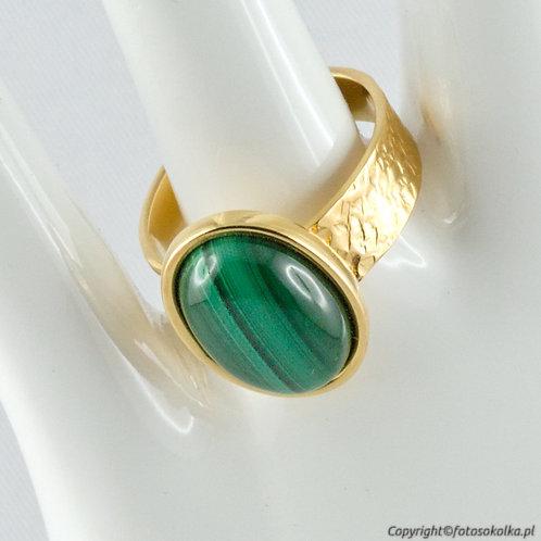 Złocony pierścionek malachit