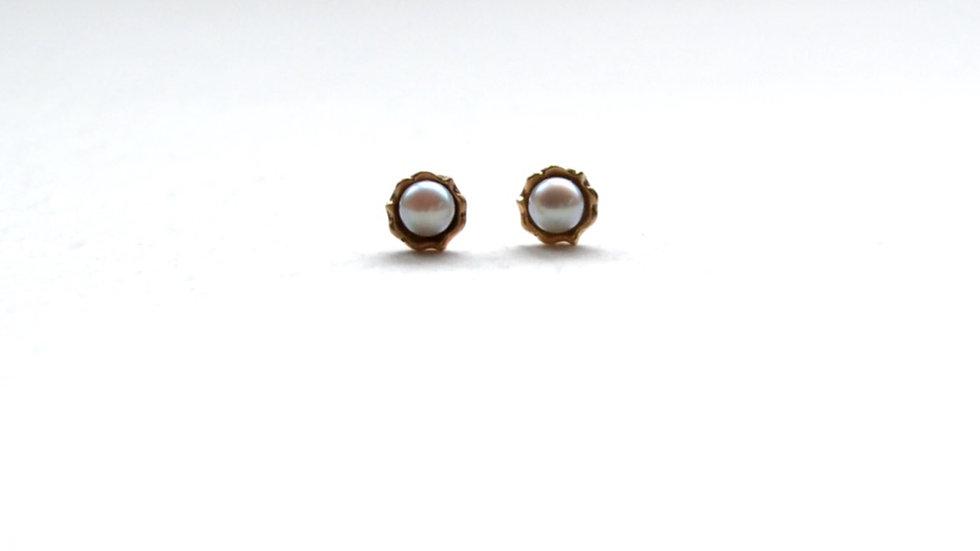 Frill akoya pearl pierce