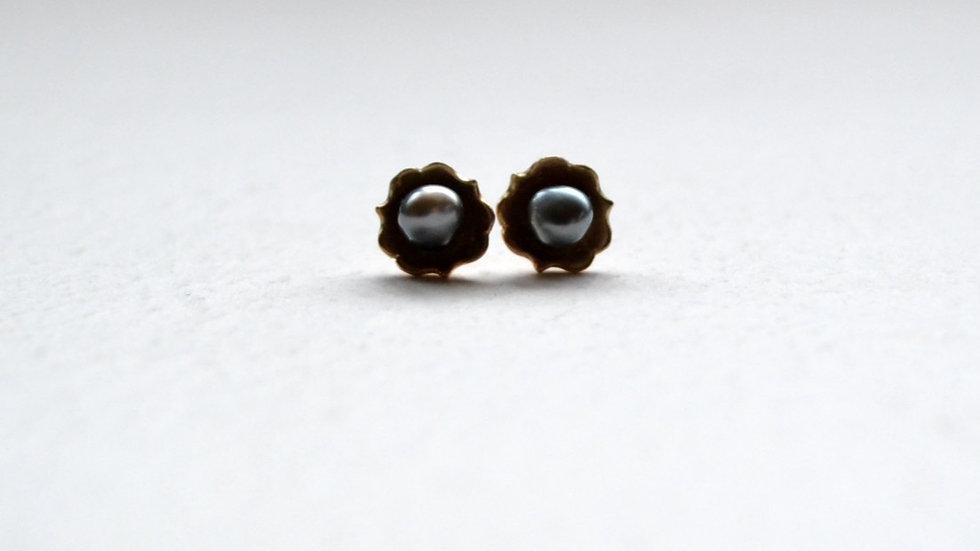 Frill keshi pearl pierce