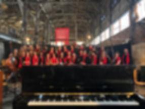 Photo_FC_Garage_Moderne_derrière_piano_(