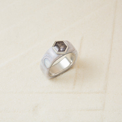 Luna Agate and Grey Spinel Cloak Ring