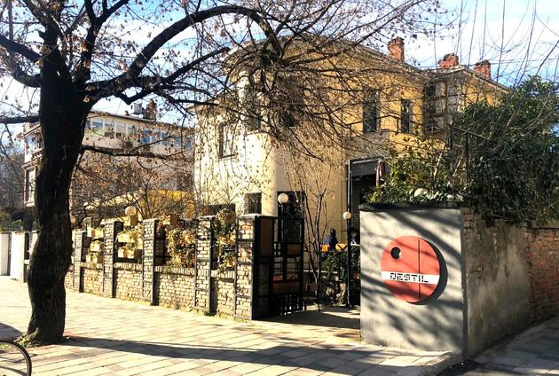 Destil Hostel & Bar