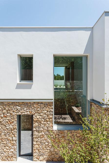 01 Thomsen-Milakova House.jpg.jpg