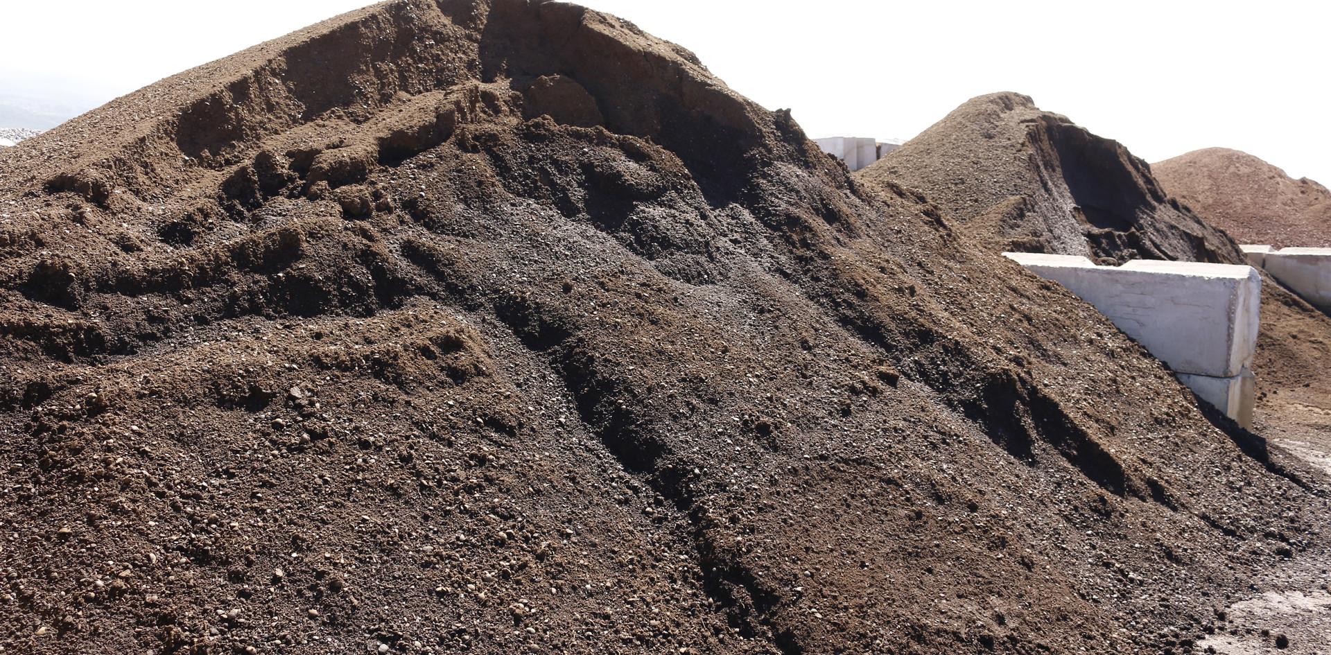 Cinderless Soil and Compost Blend