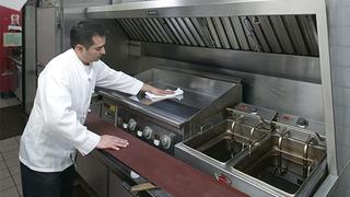Удаление жировых загрязнений на кухни –  высокий сервис для гостей!