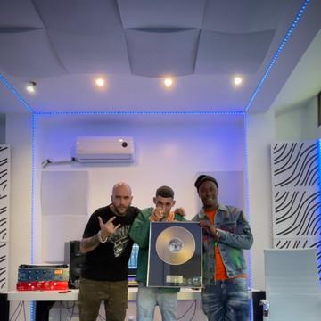 El Jincho disco de oro por ¨Made In Orcasitas¨