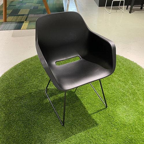 Captain's chairブラック(スライディングレッグ)