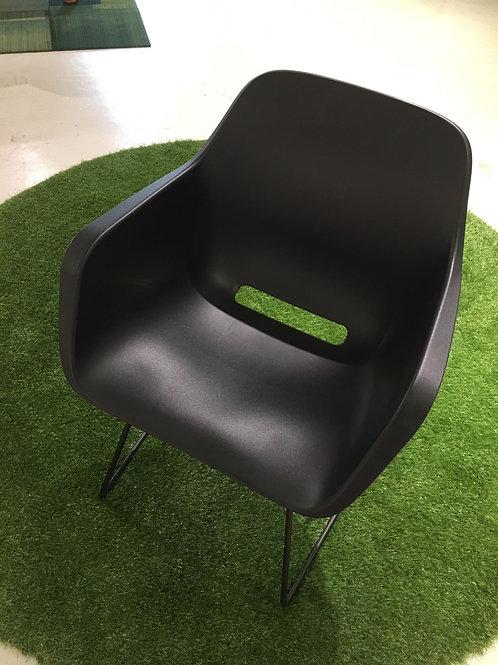 Captain's chairブラック(スライディングレッグ)2