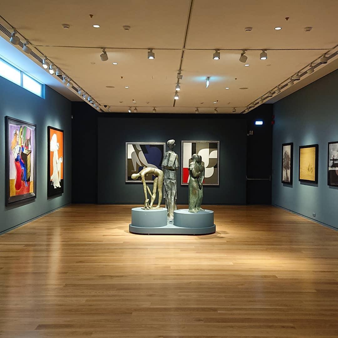 B & E_ Greek galleries- Lighting- Farah