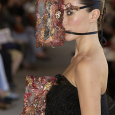 Mask for the face and the body, 2003 Mixed media  Performance Musee Galliera © Laila Muraywid